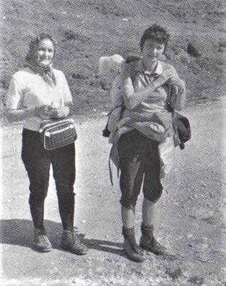 """""""Facevamo lunghe gite in montagna"""" (Marilen con la mamma Elena)."""