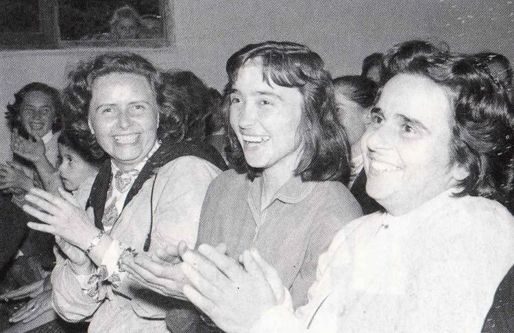 """""""In focolare ero felice"""" (alla sua destra Lia Brunet, alla sinistra Bruna Tomasi)."""
